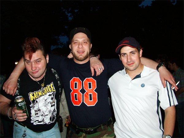 Бон-сайкер Андрюша из MoscowManiacs и его анальные друзья. Москва, соответственно. Андрюша - тот, который на некоторых фотках соло.
